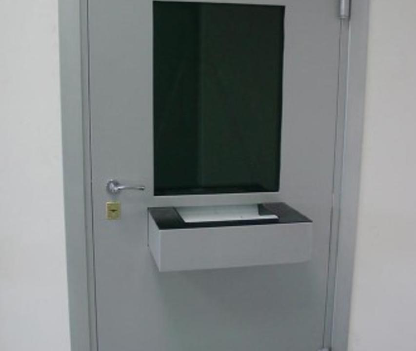 Дверь с передаточным лотком